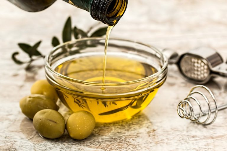 Olive oil is higher in monounsaturated fat than pork fat